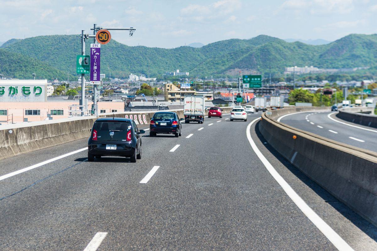 高速道路120km/h化は広めるべきでない!?3つの理由 | トラッカーズ ...